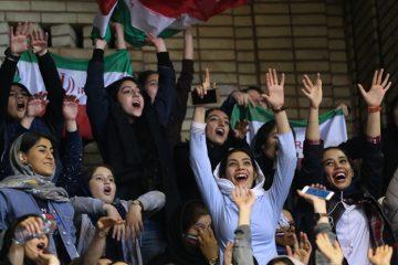 پست جالب و معنادار اشکان دژاگه درباره ورود زنان به ورزشگاه آزادی/تصویر