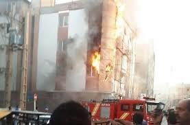 پسری اعضای خانواده اش را مقابل یکی از ادارات سوزاند+عکس