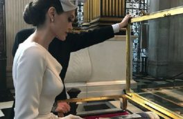 پوشش سلطنتی آنجلینا جولی+عکس
