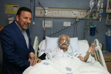 عیادت رئیس دفتر روحانی از جمشید مشایخی+ عکس