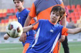 فوتبال بازی وزیر ارتباطات با بچه ها! + عکس