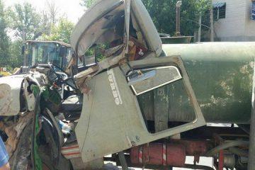 تصادف شدید کامیون و پراید در جاده قدیم کرج/تصاویر