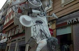 مجسمه ای جالب و پست مدرن درباره زنان/ تصویر